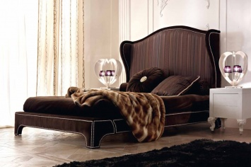 476 UPHOLSTERY BED