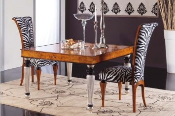 847 TABLE AND CHAIRS