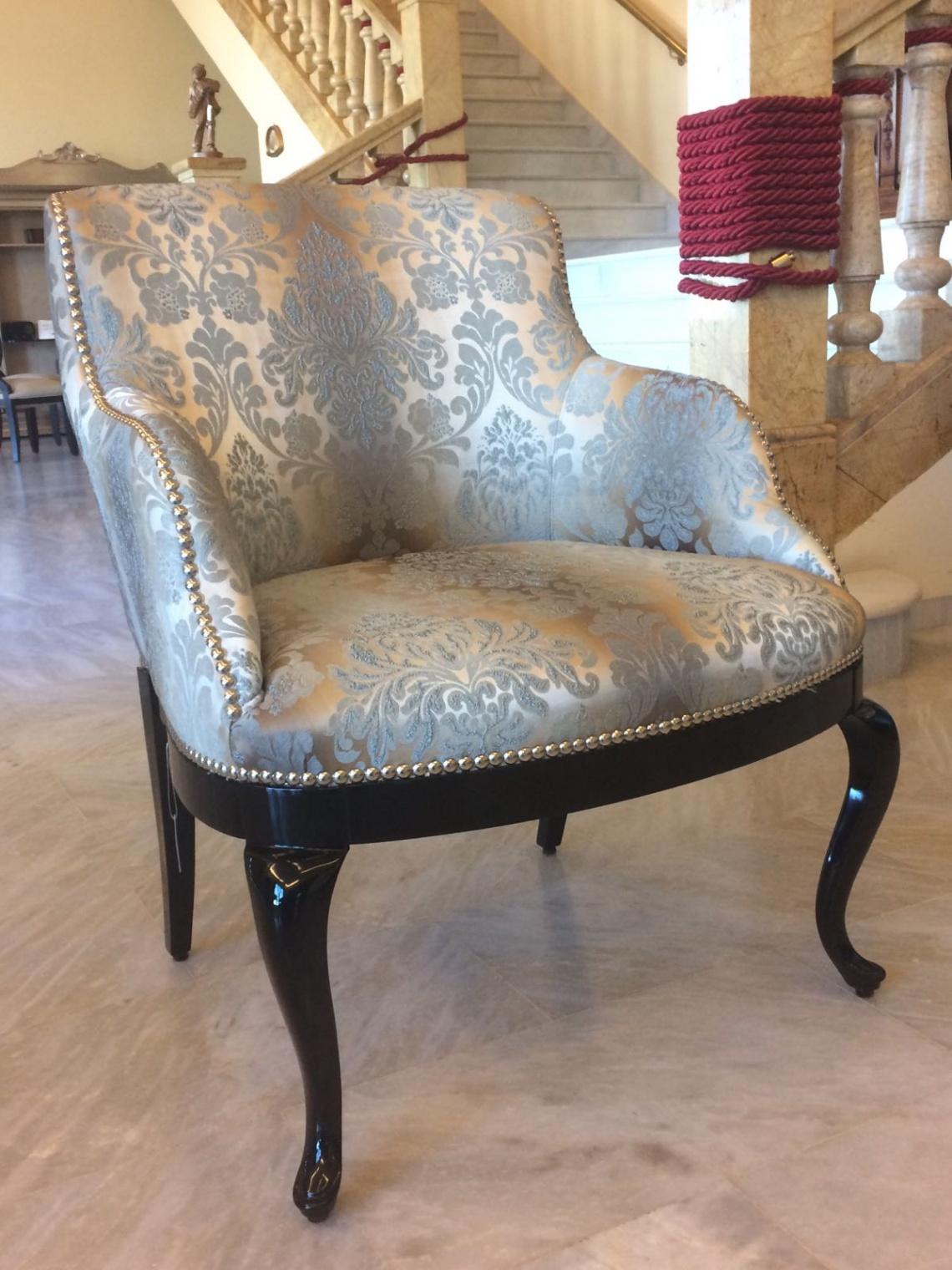 Ref 253 sillon tapizado categor a peque o mobiliario for Muebles clasicos en lucena