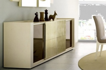 498 LACQUERED SIDEBOARD