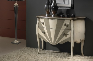 557 LACKERED CHEST OF DRAWERS