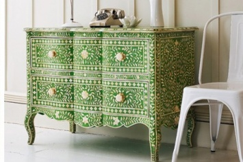 704 CHEST OF DRAWERS