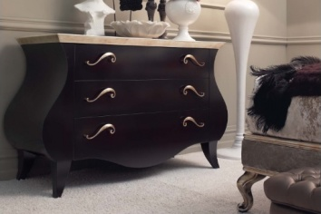 298 CHEST OF DRAWERS
